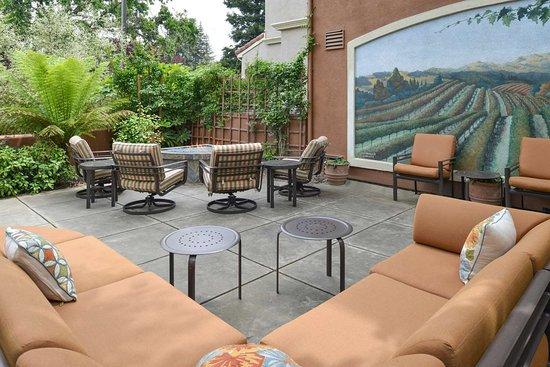 Hilton Garden Inn Fairfield Outdoor Pool