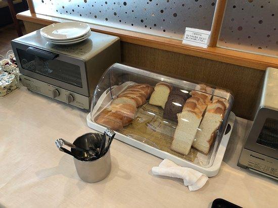Hotel & RentaCar660: 麵包的款式也算多