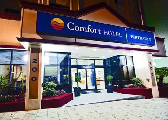 Comfort Hotel Perth City: Hotel entrance