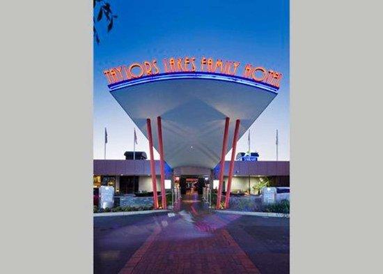 Taylors Lakes, Australia: Hotel near popular attractions