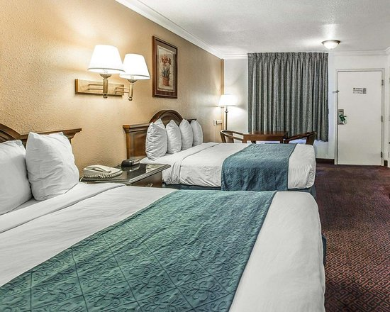 Quality Inn: Guest room with added amenities