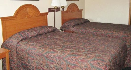 Emporia, KS: Two Double Beds