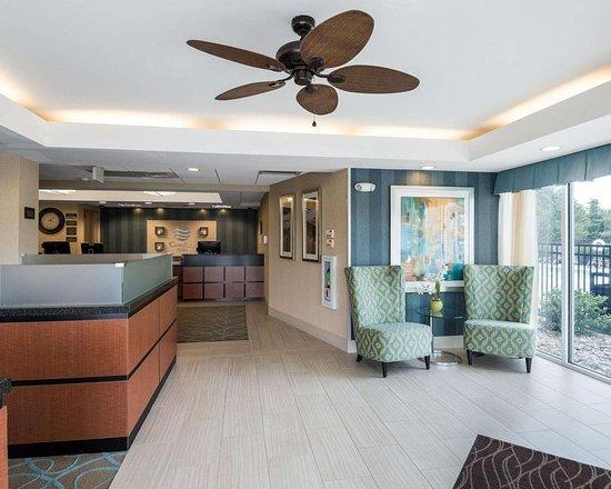 Comfort Inn Rehoboth Beach: Lobby with sitting area