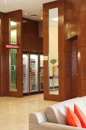 Hilton Garden Inn New Delhi / Saket : Exterior
