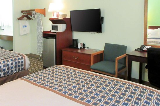 Chisago City, MN: Well-equipped guest room