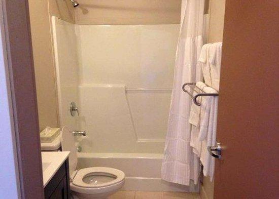 Schefferville, Kanada: Bathroom in guest room