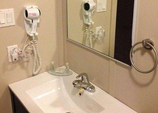 Schefferville, Canada: Bathroom vanity area