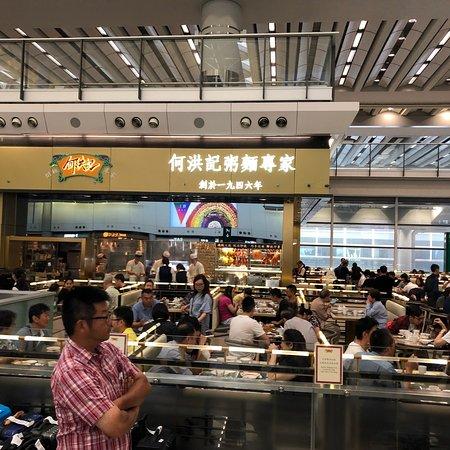 写真何洪記 香港國際機場枚