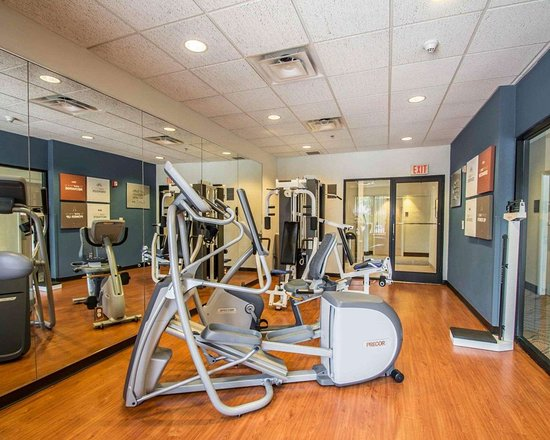 Comfort Suites Miami / Kendall: Exercise room with cardio equipment and weights