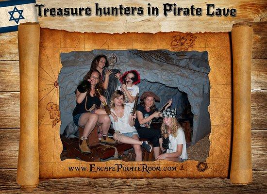 Pirate Cave: Treasure hunters on the board.