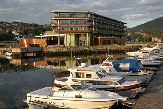 Ulsteinvik, Norwegen: Surrounding area
