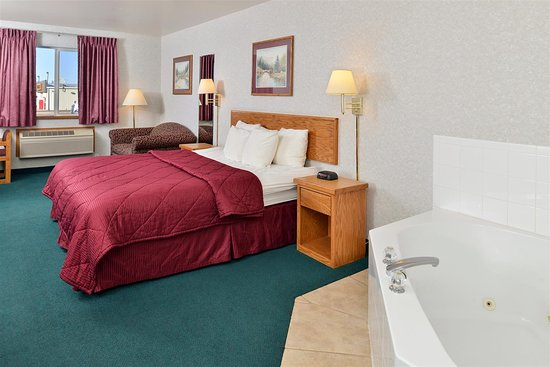 Snowflake, AZ: One King Bed Jacuzzi Suite