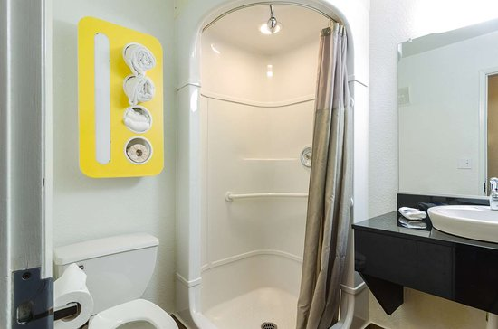 Motel 6 Seattle Sea-Tac Airport South: bathroom