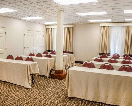 comfort inn suites crestview 95 1 1 5 updated. Black Bedroom Furniture Sets. Home Design Ideas