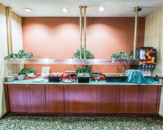 كواليتي إن كونفرنس سنتر: Restaurant in hotel