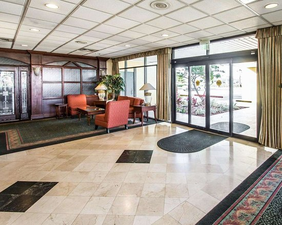 Quality Inn Conference Center: Spacious lobby
