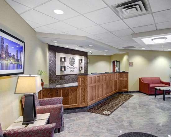Comfort Inn: Front desk with friendly staff