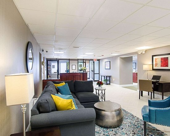 Suburban Extended Stay Hotel: Lobby with sitting area