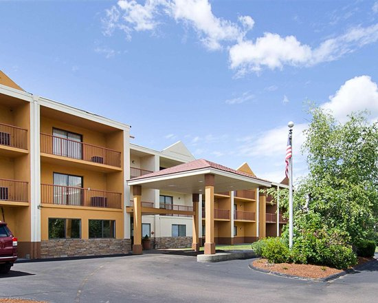 Suburban Extended Stay Hotel: Hotel entrance