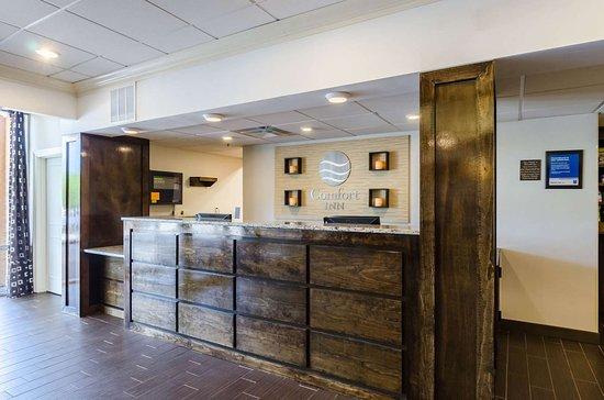 Randolph, MA: Hotel lobby