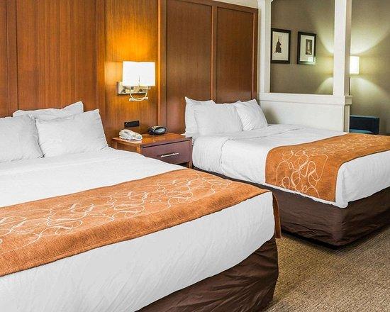 Comfort Suites: Suite with queen beds