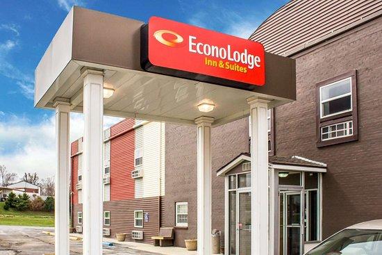Econo Lodge Inn & Suites Walnut