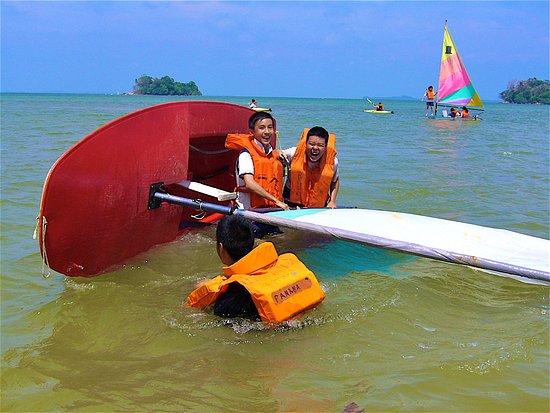 Gunung Kijang, Indonésie : Sailing at High-tide