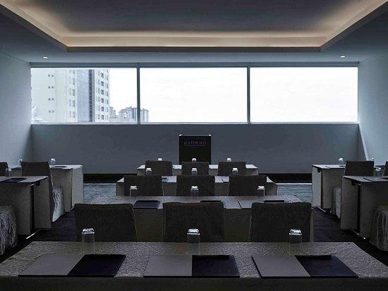 โรงแรมพูลแมน กูชิง: Restaurant