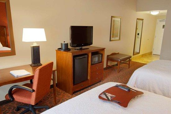 Hampton Inn by Hilton Bangor: Guest room