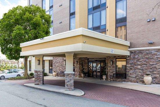 Comfort Inn Shady Grove: Hotel exterior
