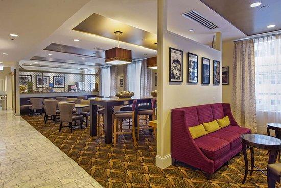 hampton majestic chicago theatre district 105 1 3 6. Black Bedroom Furniture Sets. Home Design Ideas