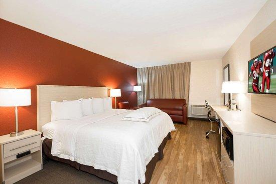 Red Roof Plus+ Neptune Beach - Jacksonville Beach Hotel