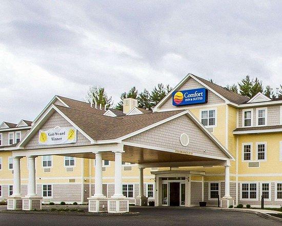 Comfort Inn & Suites : Hotel exterior