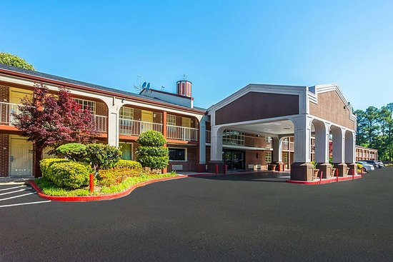 Quality Inn Northeast: Hotel exterior