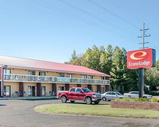 Econo Lodge hotel in Cadillac, MI