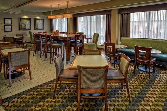 hampton inn charlottesville 125 1 4 7 updated 2018. Black Bedroom Furniture Sets. Home Design Ideas