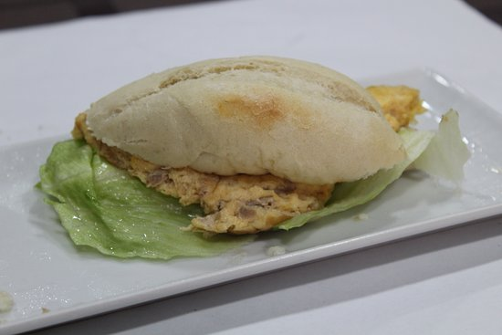 La Encina Charra: montadito de tortilla