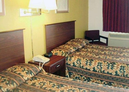 Goddard, KS: Guest room with double beds