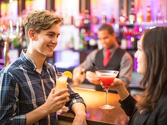Novotel London City South: Bar Lounge