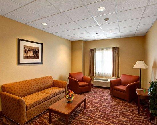 Phillipsburg, Kansas: Lobby with sitting area