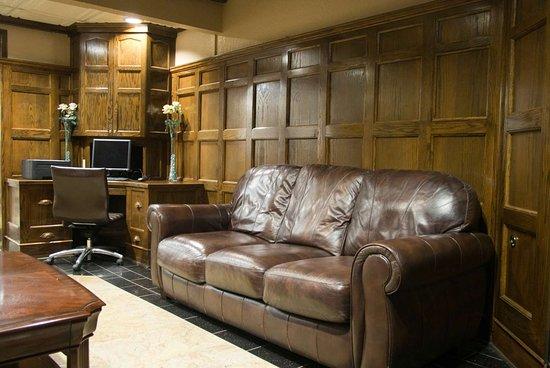 Days Inn & Suites by Wyndham Coralville / Iowa City: Lobby
