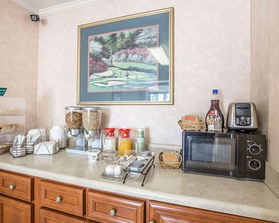 Econo Lodge: Assorted breakfast items