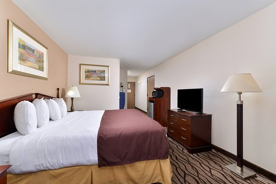 One King Bed Deluxe Guest Room