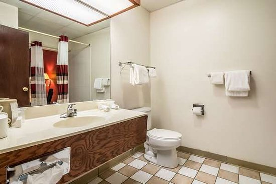 Kentland, Индиана: Suite King Jacuzzi Bathroom