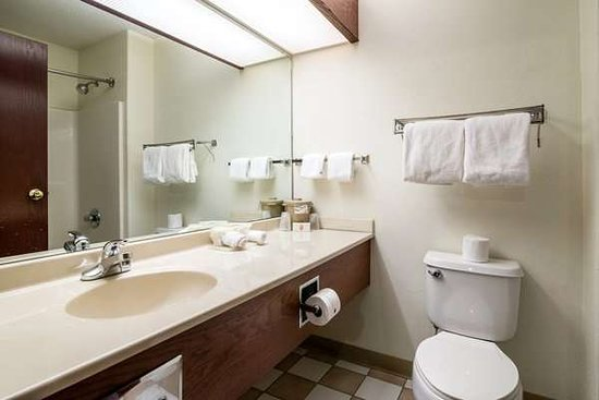 Kentland, Индиана: Suite King Bathroom