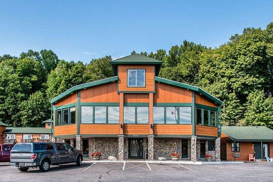 Econo Lodge Lakeside : Econo Lodge hotel in Marquette, MI