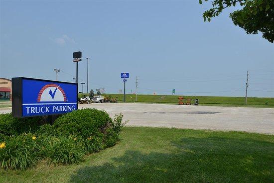 Wenona, IL: Truck Parking Area