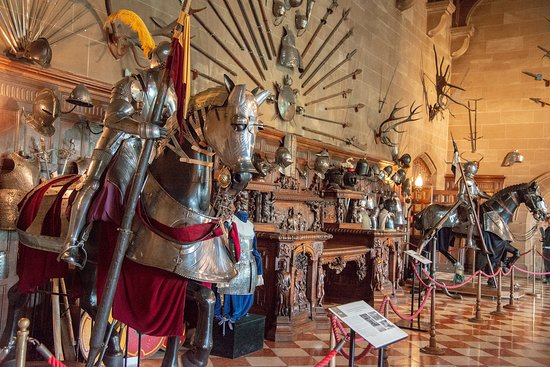 Warwick Castle: Excellent display of armor, weapons
