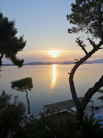 Cape Kanapitsa Hotel & Suites: Beautiful sunrise!