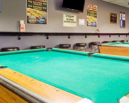 Econo Lodge Conley: Pool tables